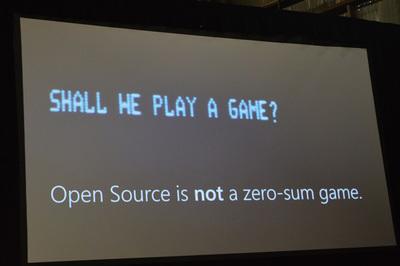"""トムソン氏による""""Open Source is NOT a zero-sum game.""""のスライド。映画「ウォー・ゲーム」の有名な画面ですね。"""