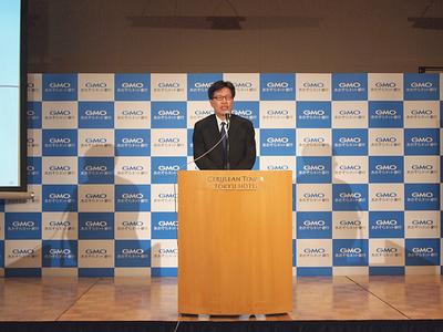 GMOあおぞらネット銀行株式会社代表取締役 金子岳人氏は「銀行決済分野でNo.1のシェアを目指し,まず,100万口座開設,収益100億円の達成を目標に,早期の黒字化を実現したい」と力強く述べた