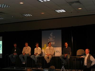 写真2 右からNutter,Norbye,Leung,Laforge,Murrayの5名,右はTim Bray