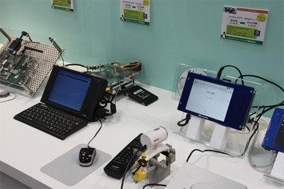 写真奥のAtomボードは3.68秒(BIOS起動後),右手前のARMボードでは1.33秒でアプリケーションまで起動させることができる