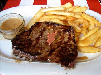 デベロッパサミットの昼食。前菜,主菜,デザートから2皿を選ぶ形式。