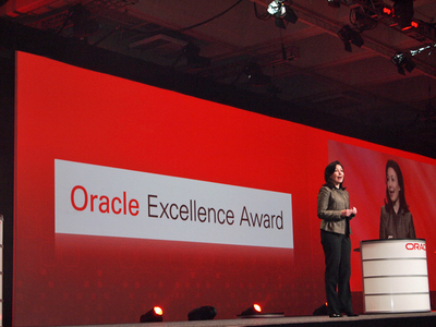 Sim氏の後に登場した,Oracle President, Safra Catz氏。Oracle Excellence Awardsのプレゼンターを務めた。