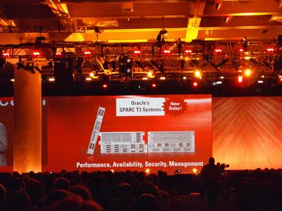 新しく発表された「SPARC T3」プロセッサおよび「SPARC T3」システム。Fowler氏は「OracleのSPARC製品ラインは,顧客に完全,オープンかつ統合されたアプリケーション・ツー・ディスク・ソリューションを提供するという我々の戦略における基軸である。新しい「SPARC T3」システムは,2年ごとに2倍のパフォーマンス強化を顧客に提供する我々の取り組みを実現し,クラウドコンピューティングなど高度なコンピューティング環境に大規模な拡張性を提供する」とコメントした。