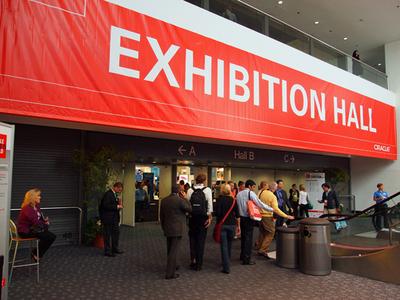 EXHIBITION HALL入口。この中でさまざまな展示が行われている。