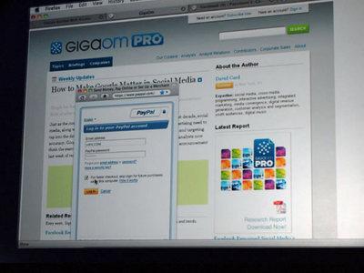GigaOM PROでの記事購入の様子。PayPalアカウントを持っているユーザであれば購入ボタンから2クリックで決済が完了する