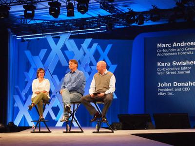 左からKara Swisher氏,John Donahoe氏,Marc Andreessen氏