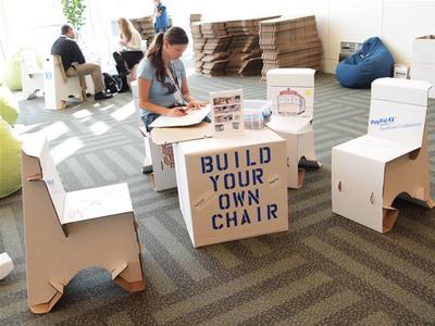 参加者自身で椅子を作れるコーナー。PayPal X Developer Conference Innovate 2010の参加の記念に