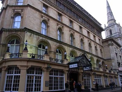 カンファレンス会場の Thistle Grand Hotel