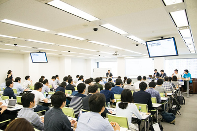 会場は満席となり,質疑応答の時間には多数の質問が上がった
