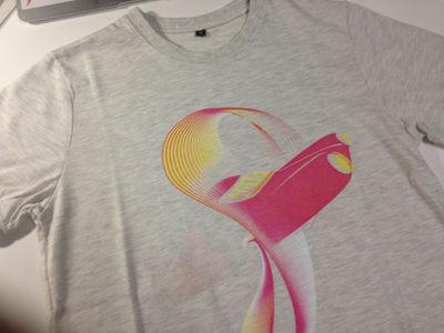 図9 Tシャツ(前)