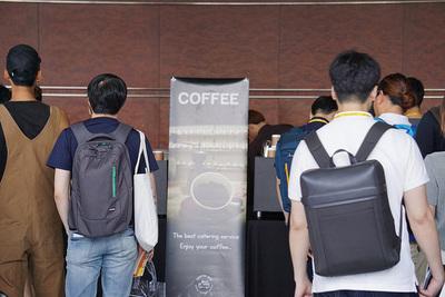 コーヒーはチケットと引き換えで飲むことができます