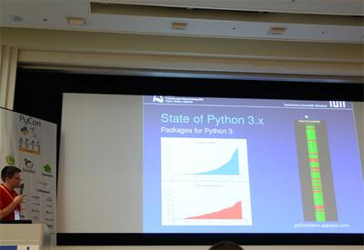 スライド右側が「Python 3 Wall of Superpowers」の対応図,緑色がPython 3対応パッケージになっている