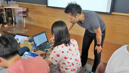 受講生は1人1台のPCを準備し,実際にAdobe XDを使いながら課題の「旅のしおり」アプリモックを制作した