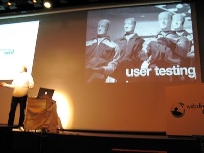 写真8 ユーザーテストの重要性について説く,ジェレミー・キース氏
