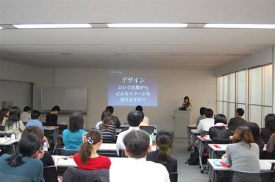 山田氏はデザインにおける「問題解決」の重要性について,強く説明しました。