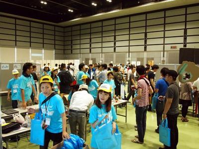 受付。PHP Conference 2012との共催ということで開始前から長い列ができていた