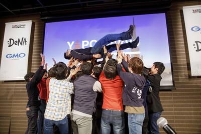 本編後の懇親会では,Perl Mongersをはじめとした有志による胴上げが行われました