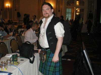 スコットランドのプレス。伝統の衣装に身を固めて異彩を放っていた