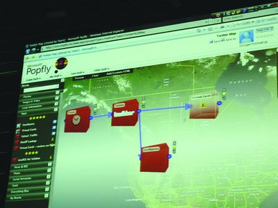 Silverlightを使用したマッシュアップサービスPopflyによるTwitterとVirtual Earthの連携を実演