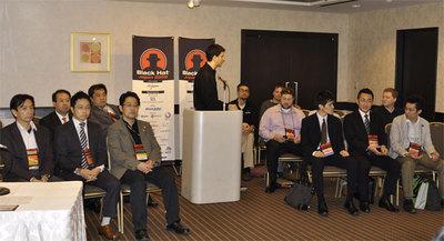 記者会見に揃ったBlack Hatメンバー。Jeff Moss氏を中心に右側がスピーカー,左側が主催者,共催社。