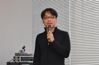 発表中の川崎氏。ATNDの他にも,日程調整ソフト「調整さん」や,その場でアンケート集計を行いPC画面に是具メント表示する「パパメーター」など,楽しそうなソフトを紹介してくれました。