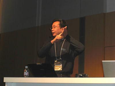 写真3 新Java Plug-inの可能性を語るChuk-Munn Lee氏。