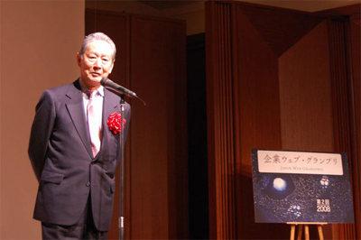 開催に先立ち,挨拶を述べるクオンタムリープ(株)代表取締役 出井伸之氏。
