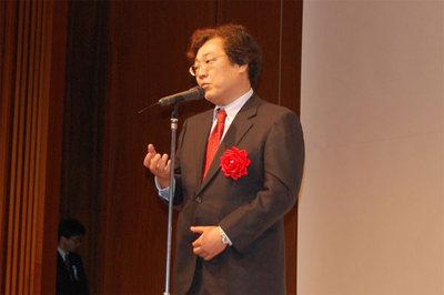 閉幕の挨拶をした慶応大学 中村氏。