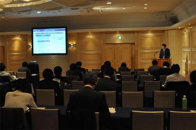 「現場で使えるソフトウェアテスト」と題した,NTTデータの町田欣史氏によるチュートリアルの模様