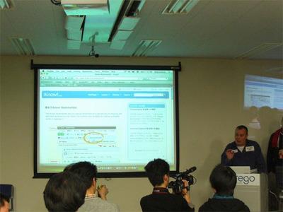 プレゼンテーションではWikipedia(英語版)でiKnow!ブックマークレットを実行する様子を見せた。