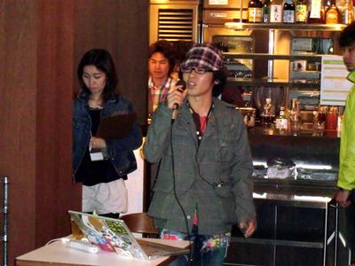 つくれぽ携帯版について説明する中村氏。つくれぽ携帯版はJamesを参考に実装したメールシステムとなっている