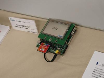 会場の展示から。(株)コアによるARM9(NEC製MP201)ボードのドライバデモ。展示品はT-Kernelを利用したですが,同じハードウェアで同様のシステムをAndroidでも構築できているとのことです。