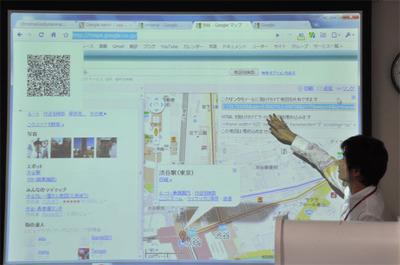 表示ページのQRコードを自動生成する拡張。Googleマップで表示させている部分が変わると連動してQRコードも変化する。