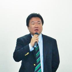 図3 「日本HPでは,FOSSガバナンス・プラットフォーム対応・Linux印刷&イメージングという3つのポイントからOSSに取り組んでおり,今後も積極的に交流を図っていく」と説明した日本ヒューレットパッカード株式会社インフラストラクチャーソフトウェア・ブレード事業本部担当部長 赤井誠氏。
