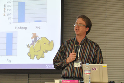 """Hadoop+pig""の生産性をアピール"