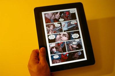 マーベルのコミック『スパイダーマン』をiPadで読んでいるところ。