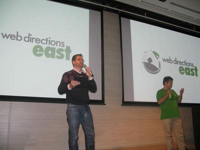 写真1 オーガナイザーのJohn Allsopp氏と,East担当の菊池氏