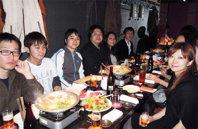 新宿の某居酒屋で和気あいあいと行われた表彰式。20人以上が参加し大盛況となった