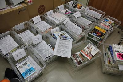 紹介を待っている書籍たち(写りきれていません)。年間ランキングとは別に各月ランキングなども紹介される
