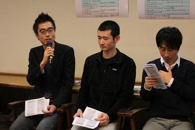 出版社側の登壇者が合いの手を入れる。マイクを持っているのはオライリー・ジャパンの矢野さん