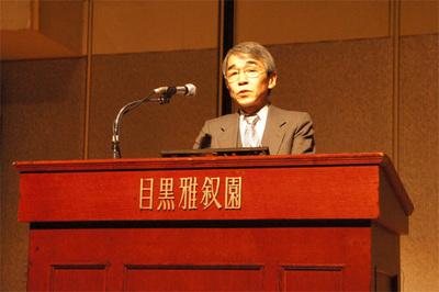 開催の挨拶に立つJaSST12 Tokyo 共同実行委員長の古川善吾氏(香川大学)。主催組織であるASTERの2012年の活動についての紹介がありました。今年は「エンタープライズ向けテスト振興に取り組む」とのことです。