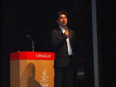 「7年ぶりの開催をみんなで楽しみましょう。これから2日間はずっとJavaのことを考えてください」と,JavaOne Tokyo開催について,参加者とともに喜んだ伊藤氏