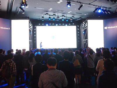 オープンスペースだったこともあり,たくさんの聴講者が集まった