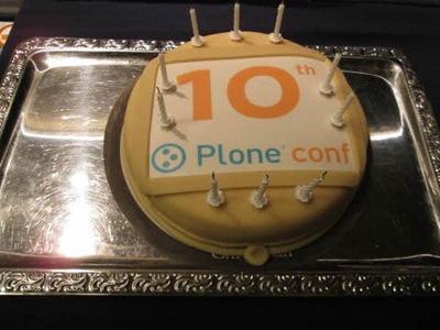 Plone Conferenceの開催10回を祝うケーキ