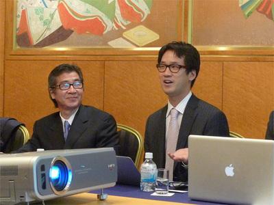 同社のミッションについて語るCEOのブライアン・チェン氏(右),左は日本法人社長のブライアン遠藤氏