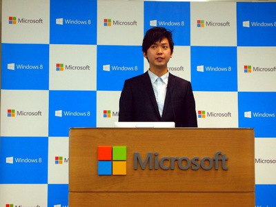 「mixiは,エンジニア2,3名+デザイナー2名の少チームで,HTML5+JavaScriptを利用したスモールスタートで開発を行った」と述べた戸高氏