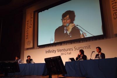 写真3 中央:周りの登壇社からの鋭い質問に答えるNHN Japan代表取締役の森川氏