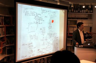 プログラマのノートに書かれた筆算を見せる清水氏