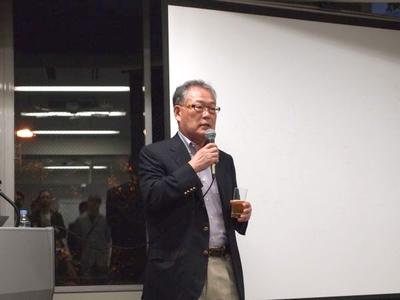 元Google日本法人代表取締役村上憲郎氏。「東京の支社としてではなく,大阪の企業という心づもりでこれからの大阪や関西を引っ張っていってもらいたい」と,乾杯の挨拶と合わせて独特との言い回しで応援メッセージを送りました