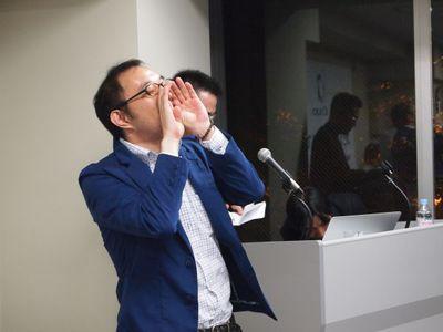 関西デジタルコンテンツ協同組合代表理事の株式会社スマイルヴィジョン代表 杉若太郎氏。関西デジタルコンテンツ協同組合は,近畿2府4県にまたがるWeb構築やシステム開発,Flash・映像,ITコンサルタントなどの業者が加盟するのデジタルコンテンツ関連業者の組合です